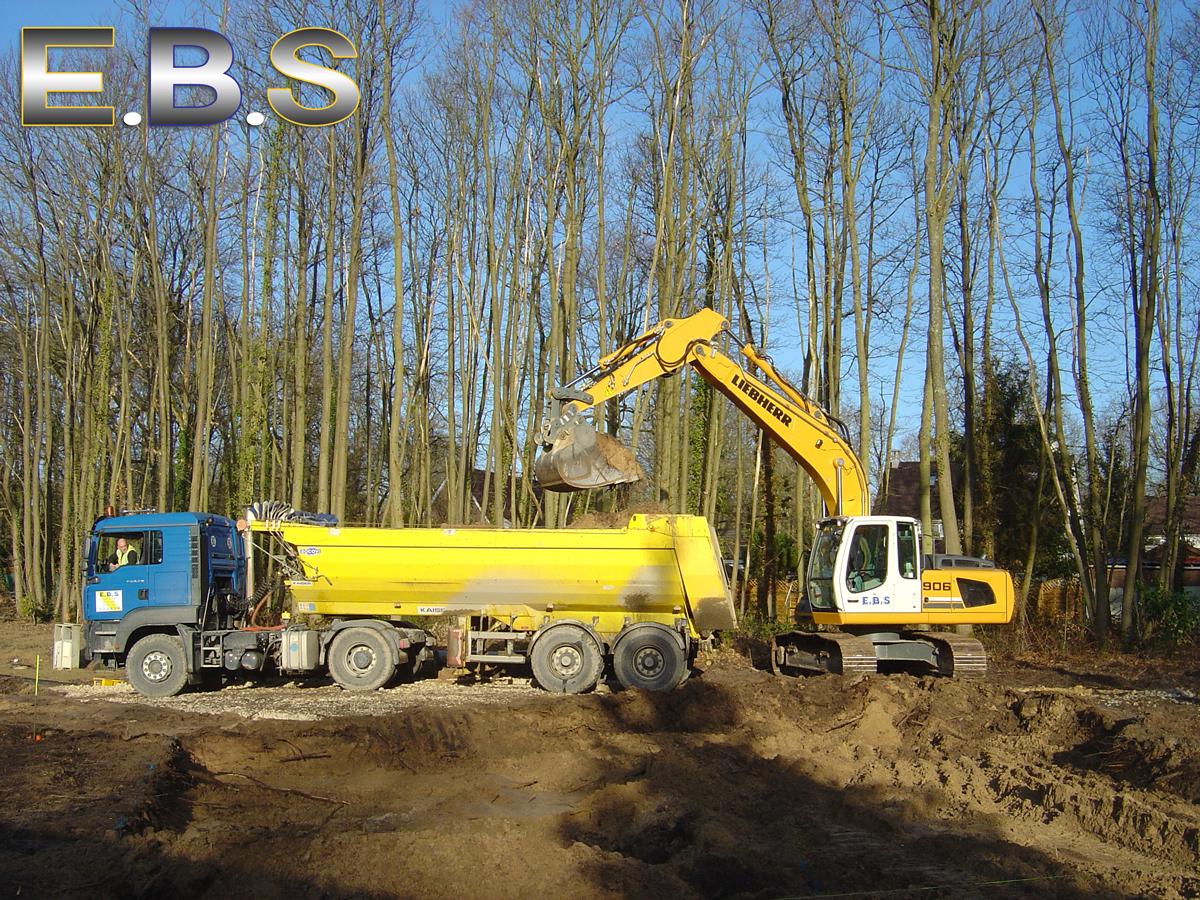 Travail de terrassement avec pelleteuses EBS